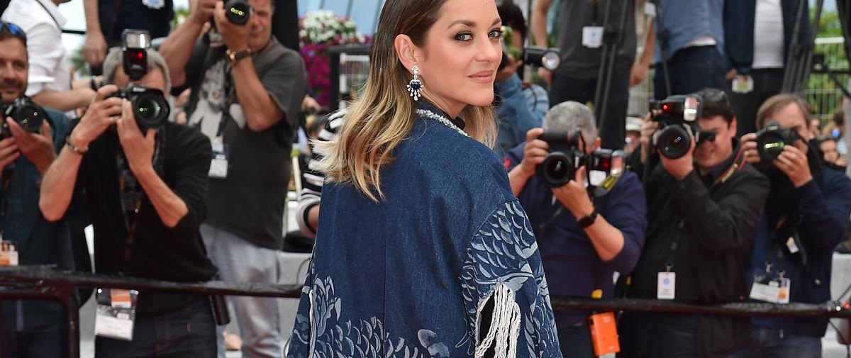 Marion Cotillard ose le combo short, brassière et kimono lacéré au Festival de Cannes