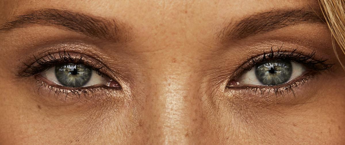 Fard, liner, semi permanent : nos meilleures astuces pour intensifier son regard... Comme celui de Laura Smet