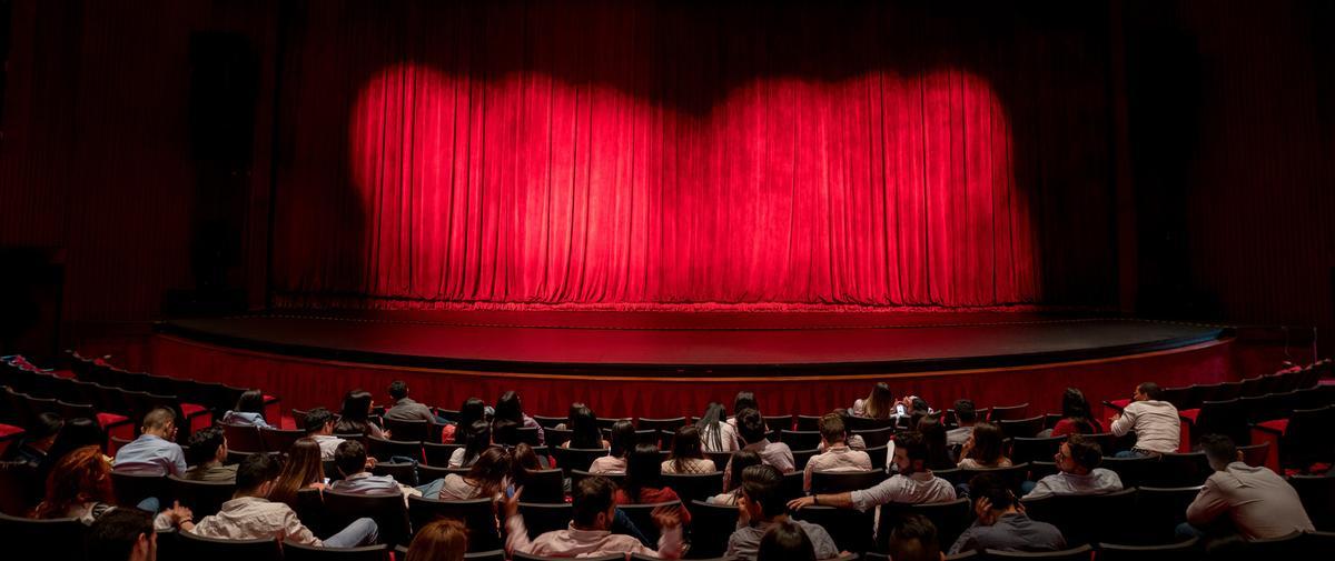 """""""Tout le monde sait mais personne ne bouge"""" : le théâtre public français face aux violences sexuelles"""