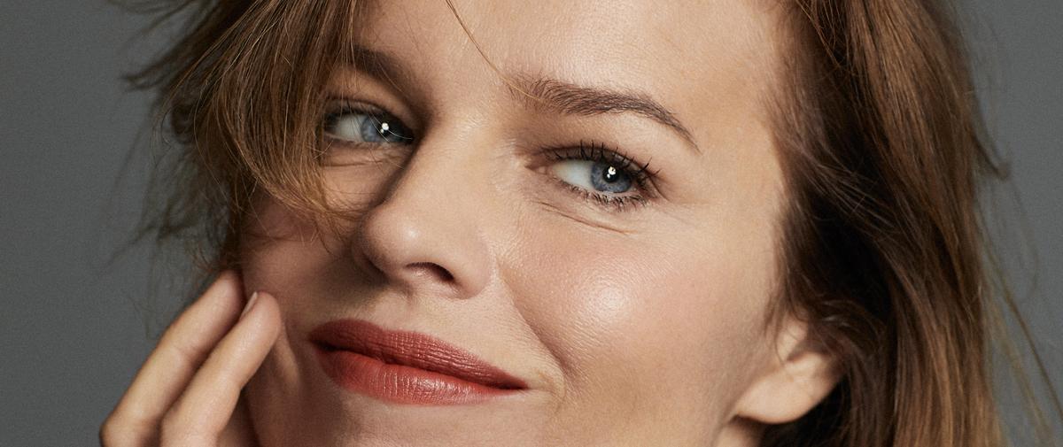 Cheveux, soins, make-up... Rentrée beauté rayonnante avec Eva Herzigova