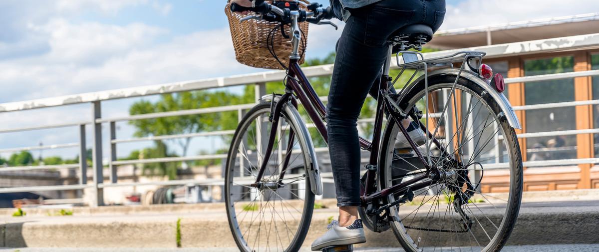 Belle à bicyclette : les rituels pour affronter le bitume et la pollution