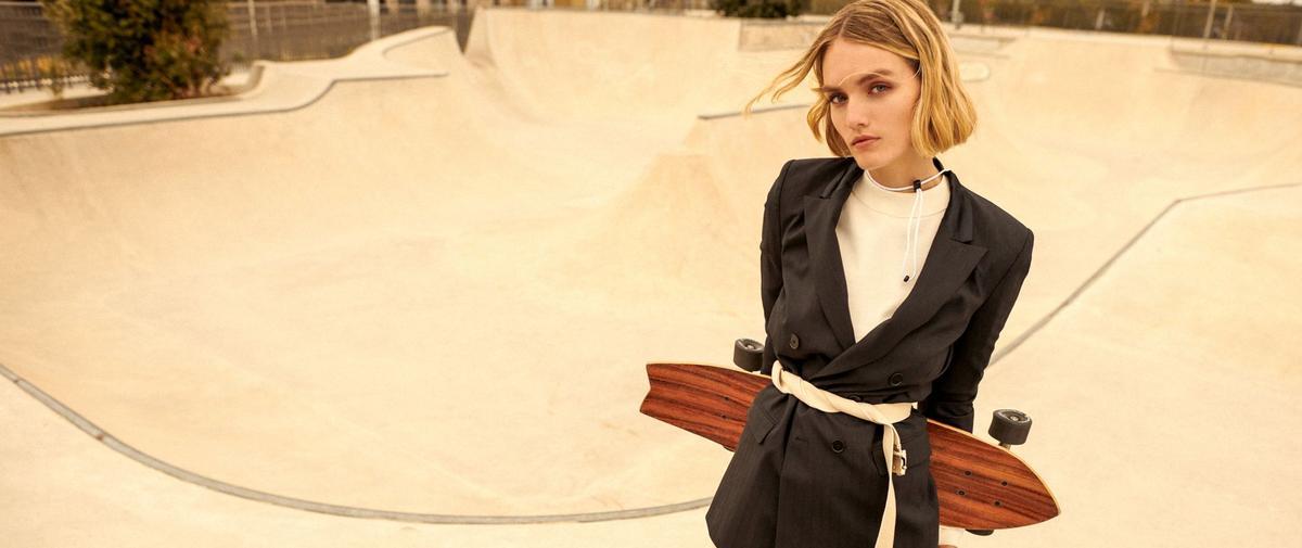 Tweeds stricts et sweats cool, la fusion street chic