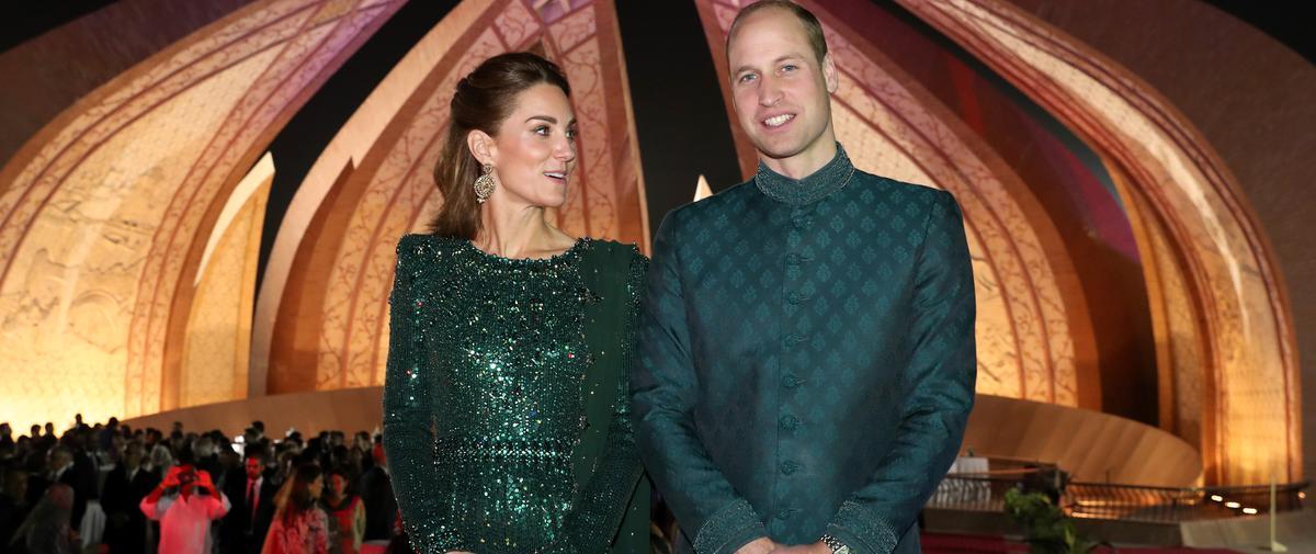 Le prince William vole la vedette à Kate Middleton avec son costume traditionnel pakistanais