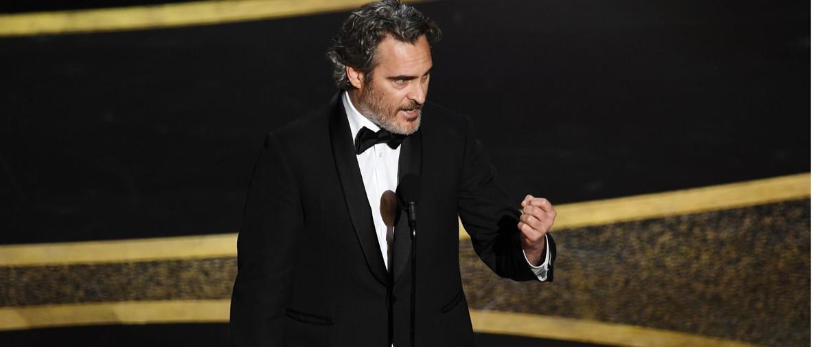 Que faisait Joaquin Phoenix avec un petit veau dans les bras au lendemain des Oscars ?