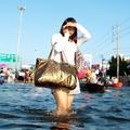 La vie s'organise dans Bangkok inondée
