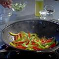 Astuce cuisine : faire sauter au wok