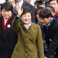 Un sourire de circonstance pour Park Geun-Hye