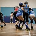 Les filles roulent des patins