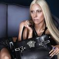 Lady Gaga, nouvelle égérie Versace