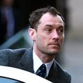 "Jude Law témoigne au procès de ""News of the World"""