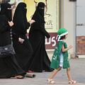 Les Saoudiens ne recevront plus de SMS lorsque leurs femmes quittent le pays