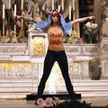 Manuel Valls désavoue les Femen après leur action dans une église