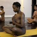 Le yoga nu déroule son tapis à Manhattan