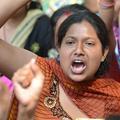 Des Indiennes manifestent topless contre le viol
