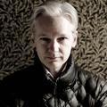 Julian Assange défile à la Fashion Week de Londres