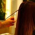 Chauffer les cheveux à la bougie : l'étrange rituel beauté des Brésiliennes