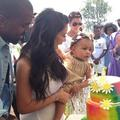 Kim Kardashian engage un sosie de son bébé pour déjouer les paparazzi