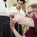 Reportage exclusif dans les coulisses des défilés couture