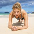 Cinq exercices simples pour rester en forme sur la plage
