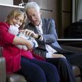 Bill et Hillary Clinton tweetent les premières photos de leur petite-fille
