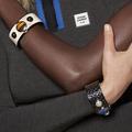 La tech joue le luxe et lance des smartwatch en peau de serpent