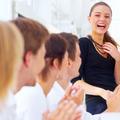 Madame Network : comment devenir populaire au travail