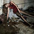 Polémique autour de photos de mode qui glamourisent des femmes ivres
