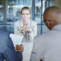 Madame Network : décrypter les bons et mauvais gestes au travail