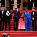 Jacques Audiard monte les marches, et Eva Longoria flirte en attendant l'amfAR