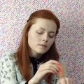 Une Youtubeuse aveugle donne des conseils de maquillage pour les non-voyants