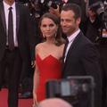 La minute people : Natalie Portman cherche du regard Benjamin Millepied