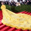 Rihanna et sa robe omelette agitent le Met Ball 2015