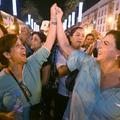 Le procès des deux femmes qui s'étaient promenées en robe au Maroc s'ouvre dans l'effervescence