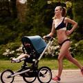 Une maman joggeuse en bikini suscite un vif débat sur Internet
