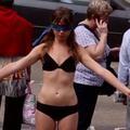 Elle se déshabille en plein Londres pour décomplexer les femmes