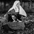 """Iran : ces """"mères patience"""" qui attendent le retour de leur fils soldat depuis 30 ans"""