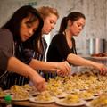 Mazi Mas, un restaurant «féministe» pour intégrer les migrantes