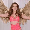 La chorale de Noël des Anges de Victoria's Secret