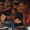 Une jeune femme reçoit un cadeau de sa mère décédée