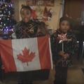 """""""Bienvenue au Canada"""" : l'accueil chaleureux des petits Canadiens aux petits Syriens"""