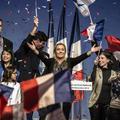 """Zoom sur les """"filles de la Marine"""", la nouvelle génération de femmes engagées au FN"""