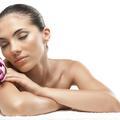 Le pouvoir des fleurs dans un soin du visage