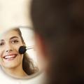 Miroir, éclairage… comment bien préparer mon poste de maquillage ?
