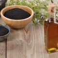 Soin du visage : zoom sur l'huile de nigelle