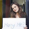Demande en mariage : 65% des Anglais seraient prêts à inverser les rôles