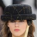 Des backstage au podium : les accessoires du défilé Chanel en vidéo