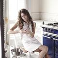 Elisa Sednaoui renversante pour la montre Reverso by Christian Louboutin