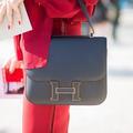 Un sac, un look : le Constance d'Hermès, l'indispensable bandoulière
