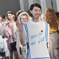 Fashion Week Milan : des mannequins couverts de boutons d'acné sur le podium