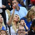 Euro 2016 : faire venir les femmes de footballeurs coûterait 15.000 euros par match